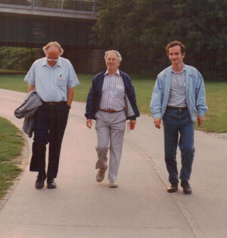Kenneth Showalter, Anatol Zhabotinsky, and Vladimir Zykov (1992)